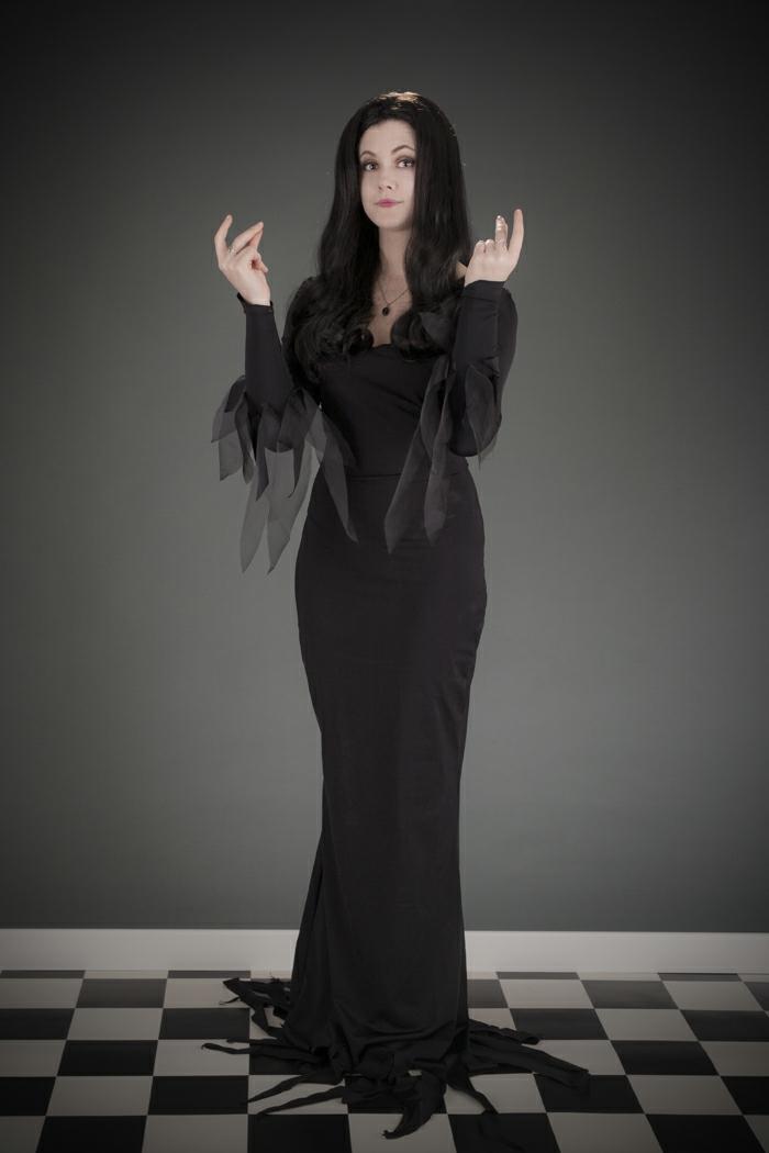 Robe longue noire avec manches pour la tenue de morticia parfait imitation idée