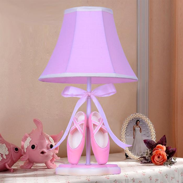 bricolage facile, décoration chambre de fille, papier peint en nuance rose poudré