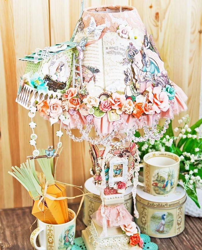 activité créative, diy lampe de chevet en papier et cristaux, art découpage, bouquet de fleurs blanches
