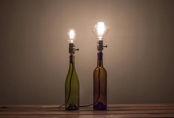 comment fabriquer une lampe de chevet, projet diy avec bouteille en verre et ampoule électrique