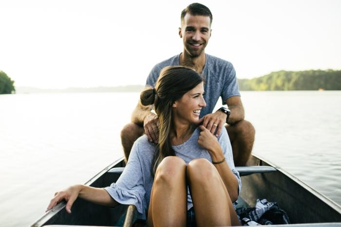 Belle photo de couple idée photo amour couple idée de photo au bord de lac