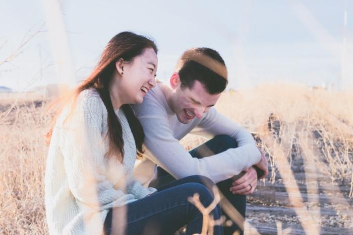Photo de couple amoureux couples plage photos de couples rire