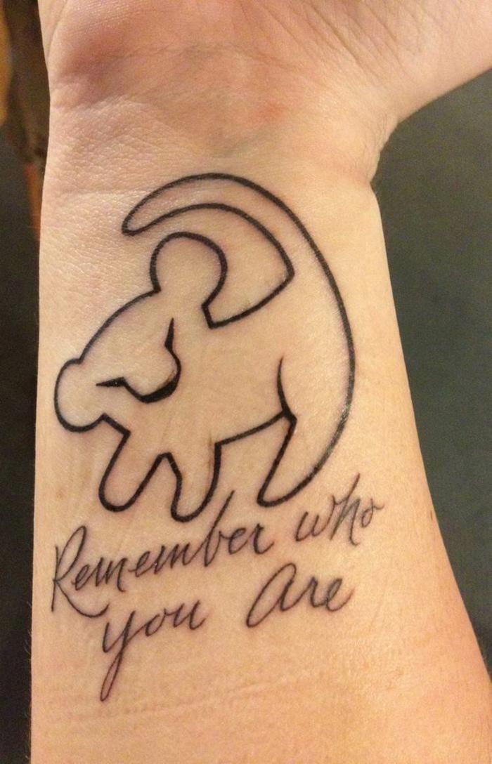 Image tatouages lion bras ou épaule tatouage signe lion ou lionne simba