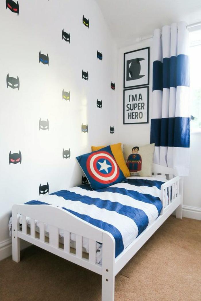 chambre ado theme Batman super héro lit ado avec les symboles de Captain Amérique