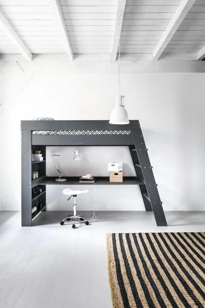 deco chambre garcon en blanc avec tapis carré aux rayures beiges et noires verticales