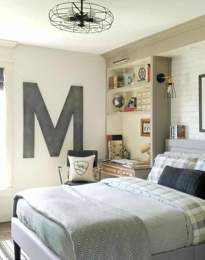 chambre d ado garçon avec ventilateur rond au plafond en métal noir