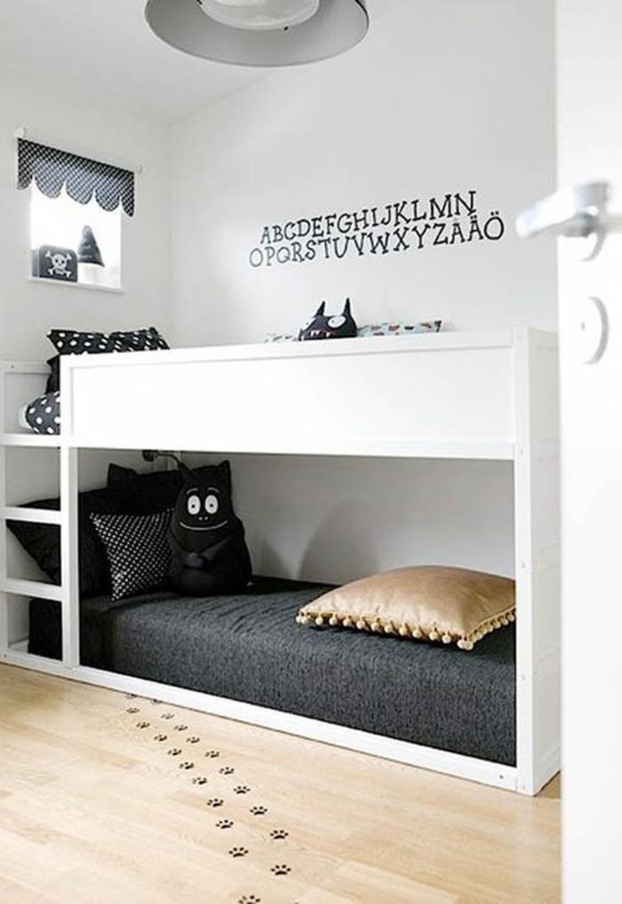 chambre ado lit ado dans un style industriel avec lampadaire dans ce style