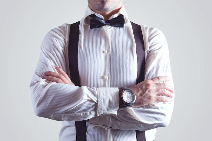 vetement homme, les accessoires pour look business homme, chemise blanche avec bretelles en marron