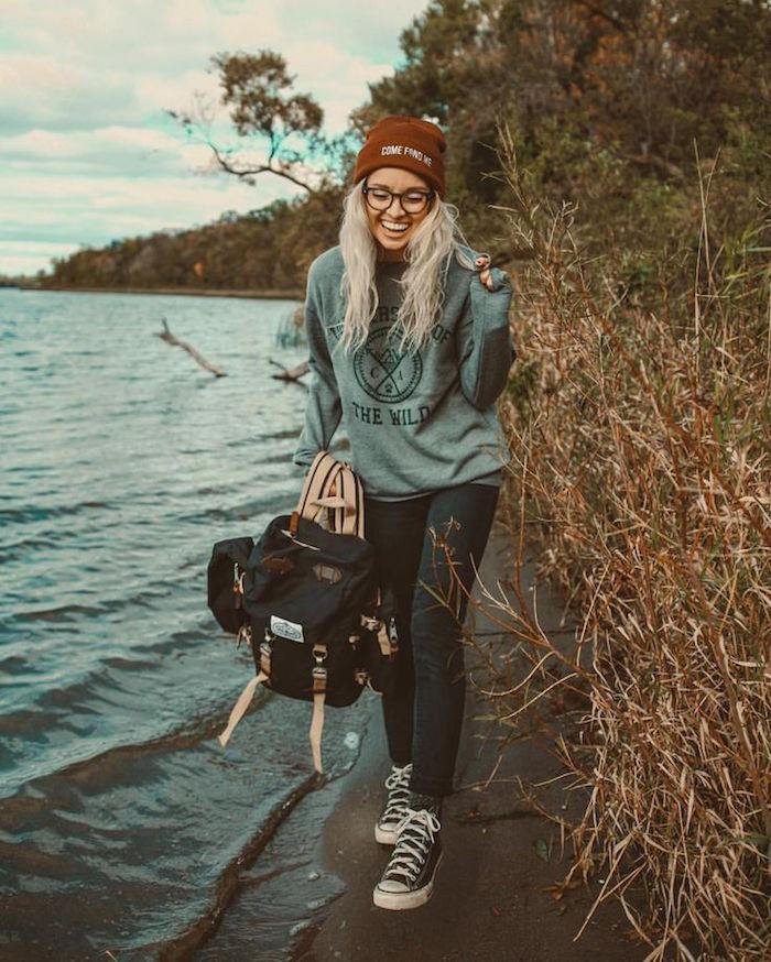 style hipster tendance femme avec bonnet et converse