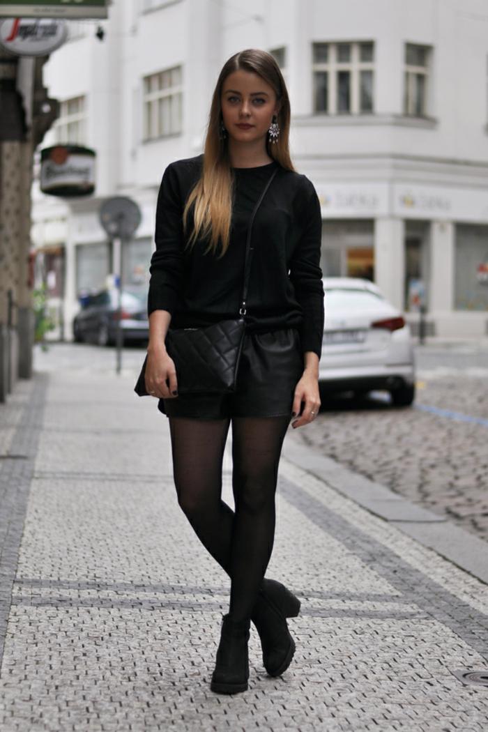 Une idée que porter avec un pantalon beige femme avec des bottes tout noire