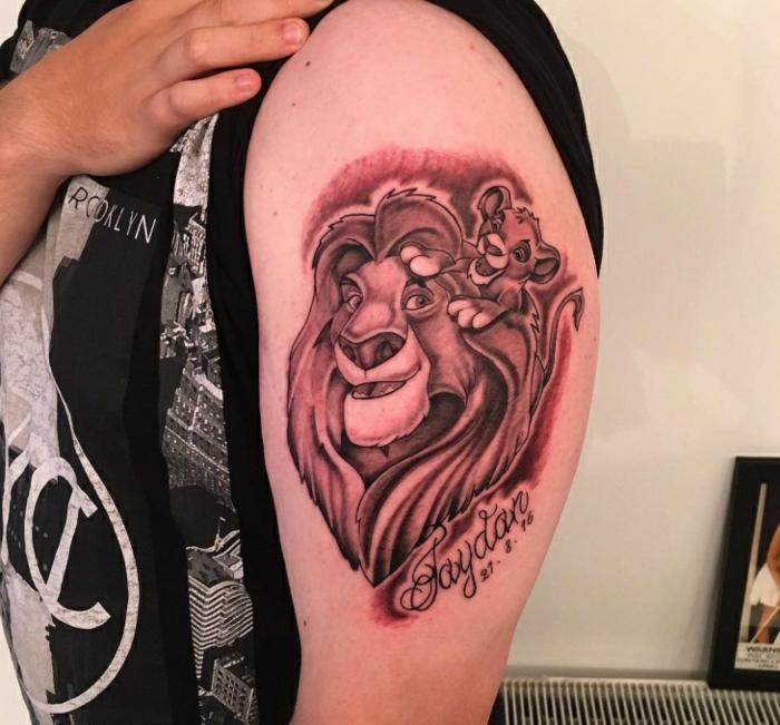 1001 id es en photos de tatouage lion inspirez vous de l 39 art des tatoueurs - Tatouage hakuna matata ...