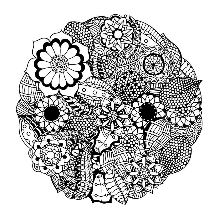 un coloriage de mandala difficile au design en fleurs de taille et de motifs différents