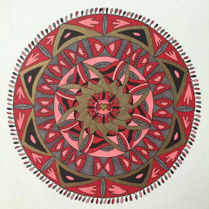 des mandalas à imprimer pour un coloriage anti-stress adultes, dessin de mandala coloré aux cercles concentriques et motifs ailes de papillon