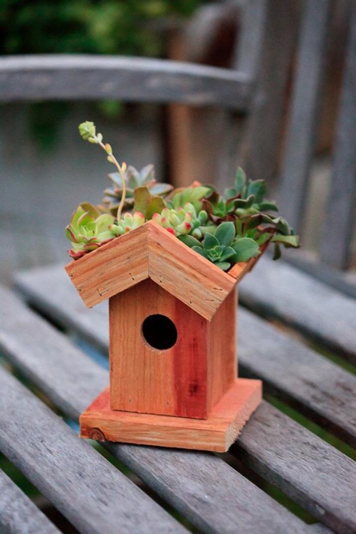 mangeoire oiseau fait maison comment nourrir les oiseaux luhiver with mangeoire oiseau fait. Black Bedroom Furniture Sets. Home Design Ideas