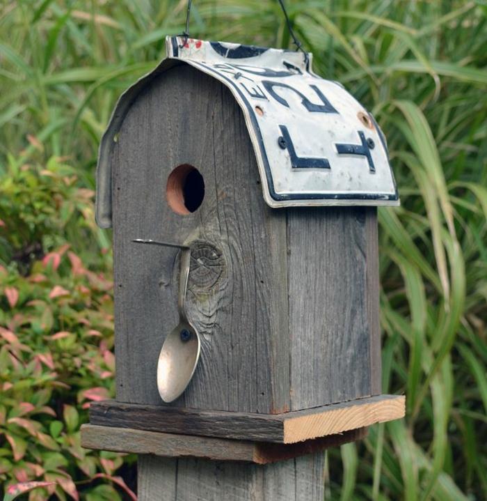 mangeoire oiseau plan gratuit, maisonette pour oiseaux originale avec numéro d'immatriculation