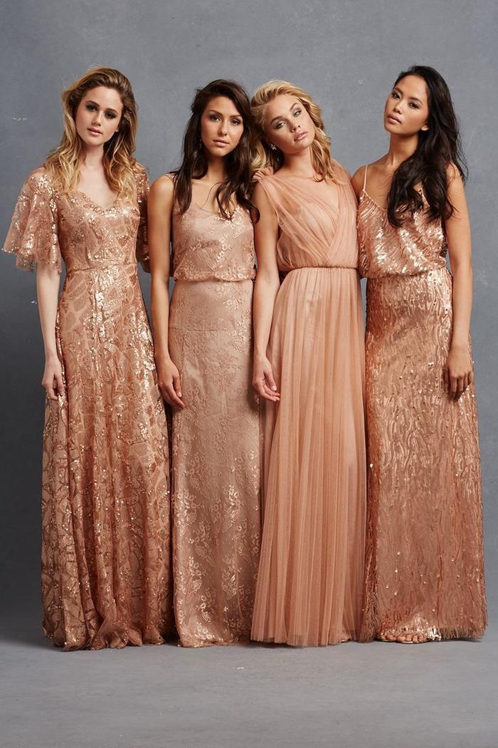 des robes de cérémonie dépareillées à sequins aux nuances rose doré