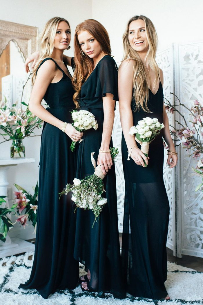 des robes maxi noires à coupe fluide et à effet transparent idéales pour une tenue de mariage élégante et sophistiquée