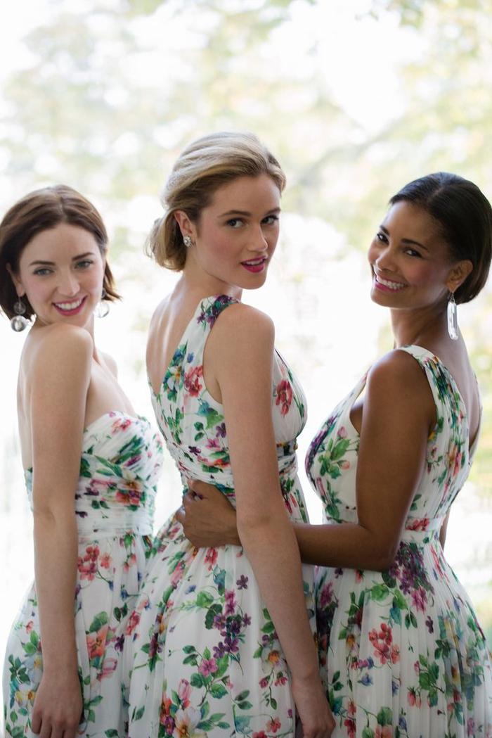 robes de cocktail à motif floral parfaites pour une tenue de mariage chic et élégante