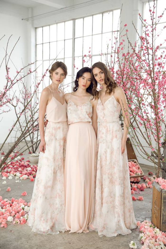 des robes de filles d honneur à fines bretelles et à motif floral