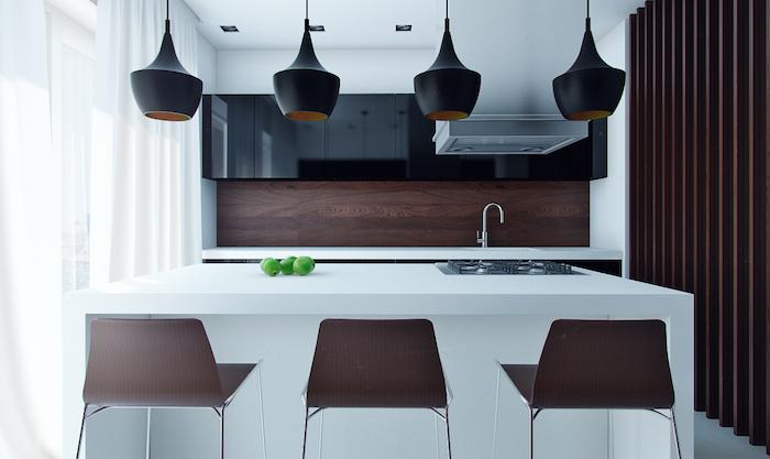 cuisine aménagé, déco en style industriel avec lampes suspendues en noir, meuble noirs sans poignées