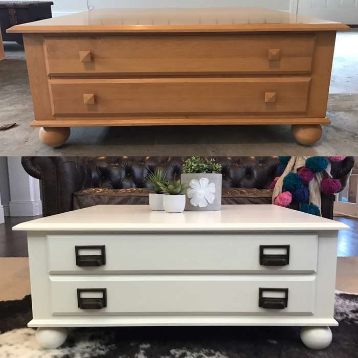 comment repeindre une table en bois pour lui donner un aspect plus moderne et chic, une table basse avec tiroirs repeinte en blanc