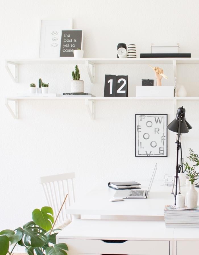 idée amenagement bureau, deco scandinave pas cher, bureau et chaise blanche, étagères blanches avec accessoires deco noir et blanc