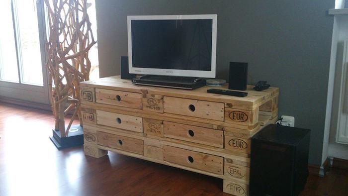 petit meuble avec palette europe en bois pour tv