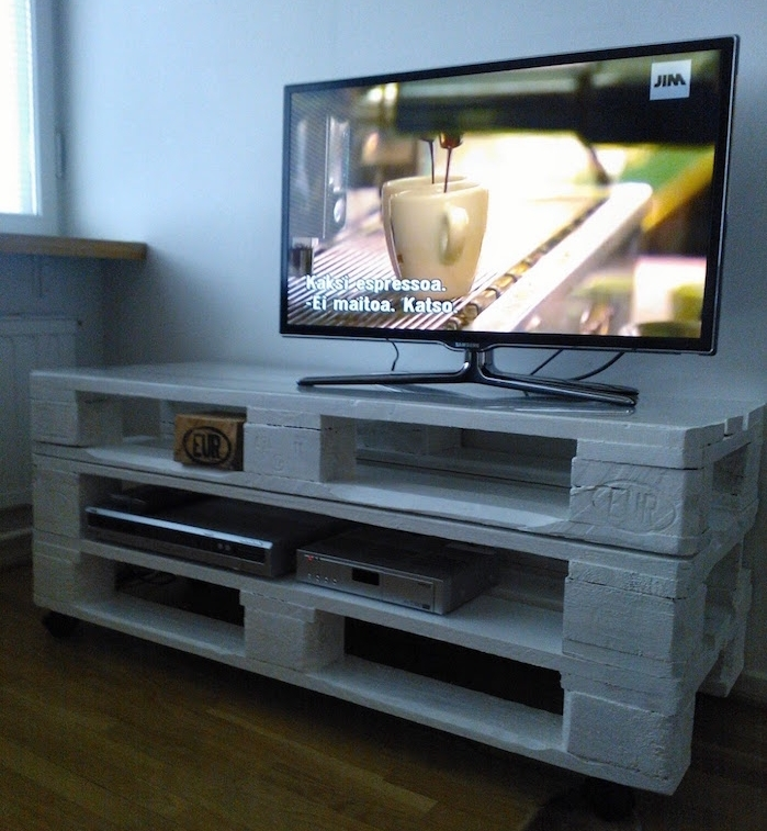 meuble tv palette le recyclage en cha ne obsigen. Black Bedroom Furniture Sets. Home Design Ideas