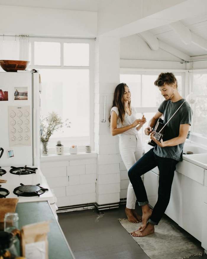 Photo swag de couple photo de amour photo mariés idée photo originale appartement photo avec guitare homme