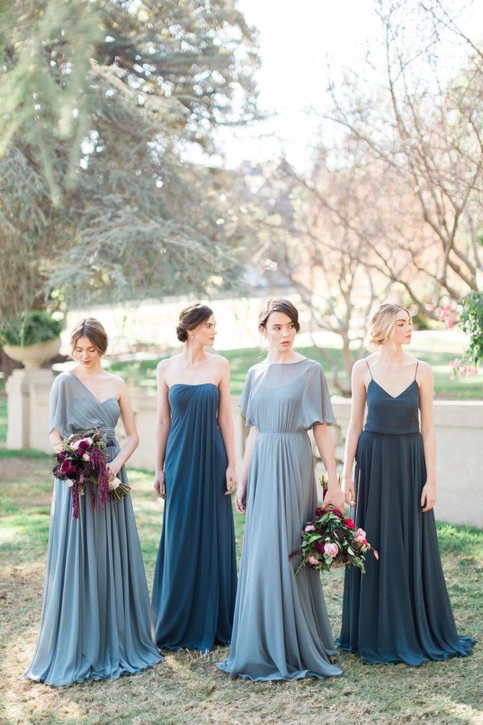 des robes de cérémonie à jupes maxi plissées et à hauts de style différent
