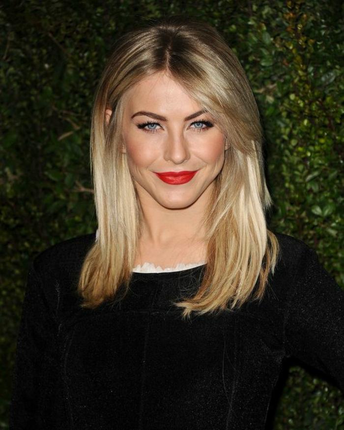 coupe de cheveux femme couleur blonde légèrement asymétrique avec raie centrale
