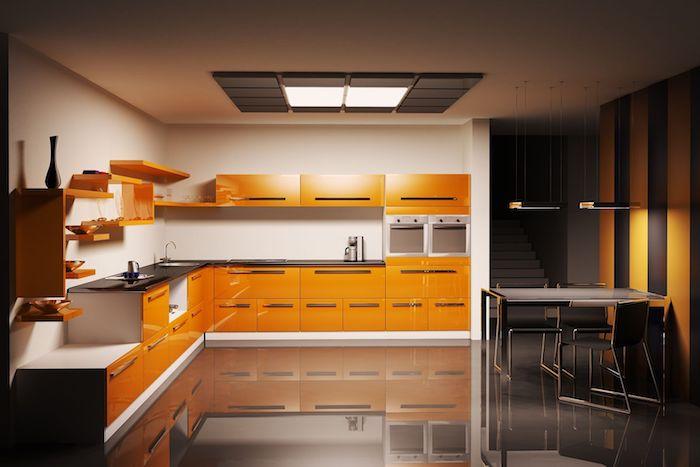 cuisine semi ouverte, meubles de cuisine orange avec poignées métalliques, plafond blanc avec suspension luminaire