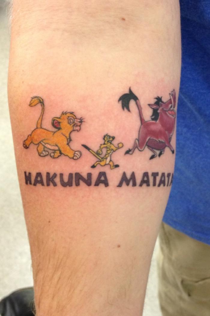 Art tatou forme tatouage patte de lion tatouage roi lion idée tatouage lionne timon pumba et simba tatouage hakuna matata