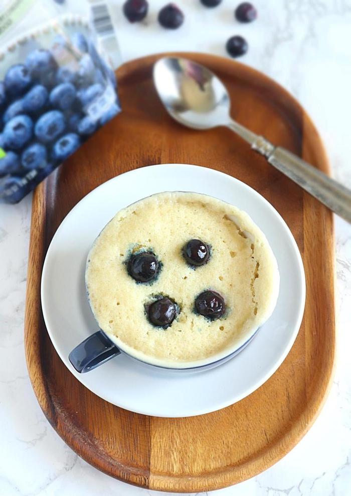 dessert rapide au micro-ondes façon petit gateau mug à la vanille et aux myrtilles