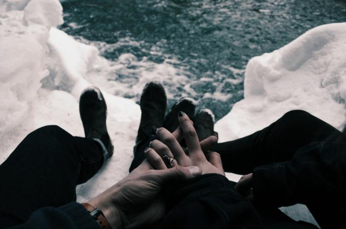 Photo amour fou couple amoureux noir et blanc images de couples mains pieds belle vue mer