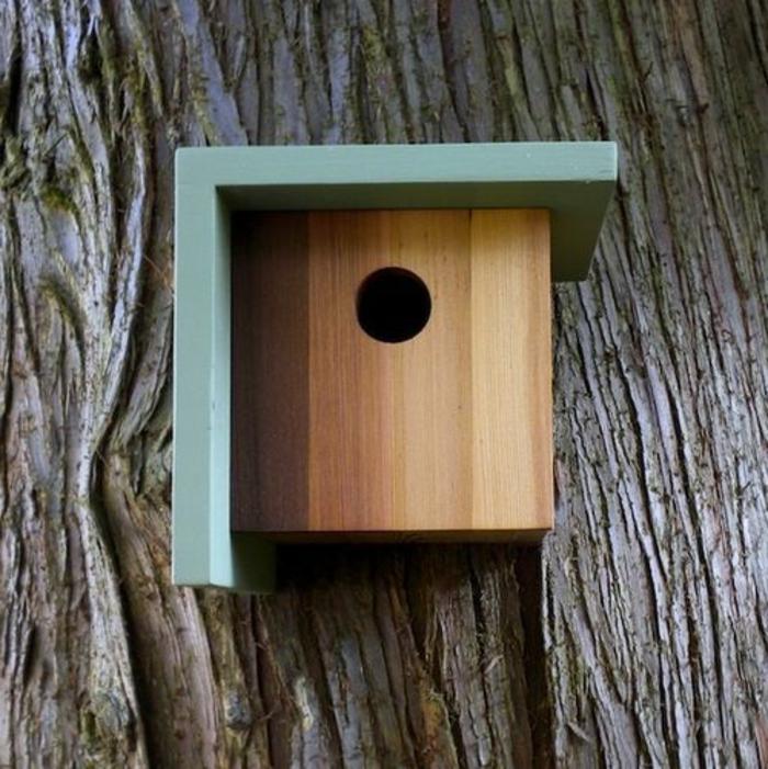 nichoirs oiseaux, toiture peinte bleue, maisonette en bois forme cubique