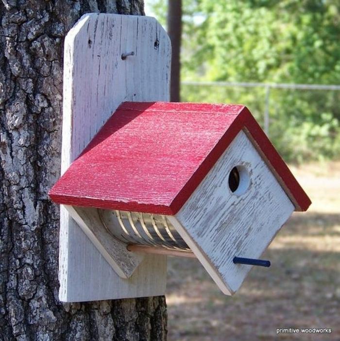 plusieurs id es cr atives pour un mangeoire oiseaux fabriquer soi m me obsigen. Black Bedroom Furniture Sets. Home Design Ideas