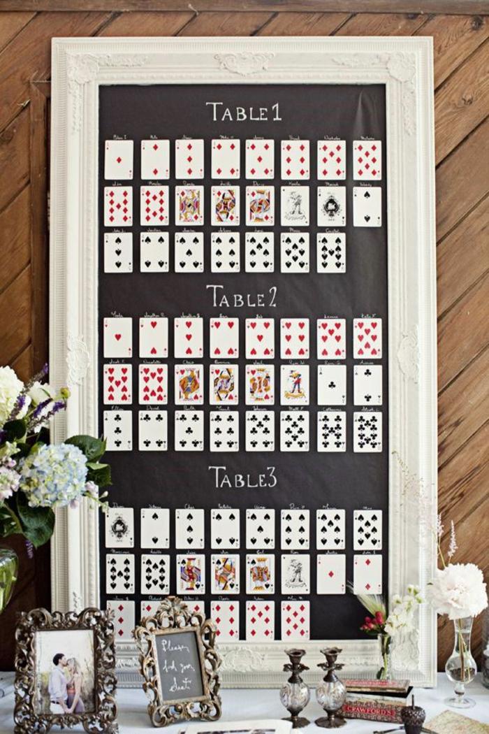 Marque place noel a faire soi meme décoration de table cartes à jouer