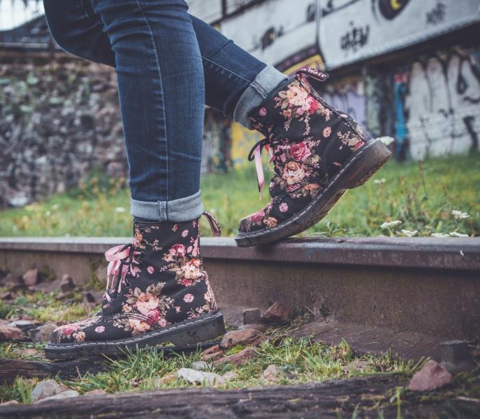 La tenue avec timberland femme comment porter des timberland fleuries