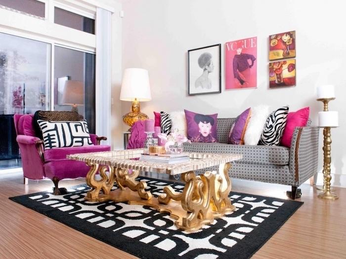 peinture chambre, canapé gris à motifs géométriques, fauteuil en velours nuance rose foncé, table basse à déco volutes dorés