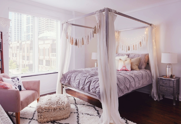 idée comment aménager une chambre à coucher romantique et féminine, cadre de lit en bois peint en violet poudré