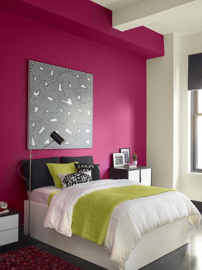 deco chambre, peinture géométrique en blanc et noir, table de chevet en blanc et noir, coussins décoratifs en vert et noir