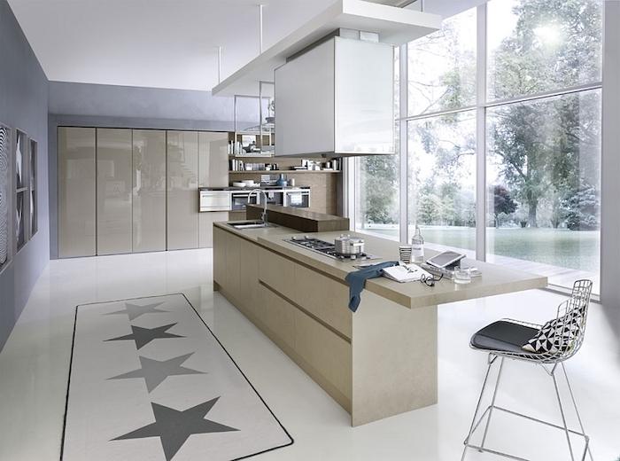 modele de cuisine, chaise métallique avec siège noir et housse en blanc et noir