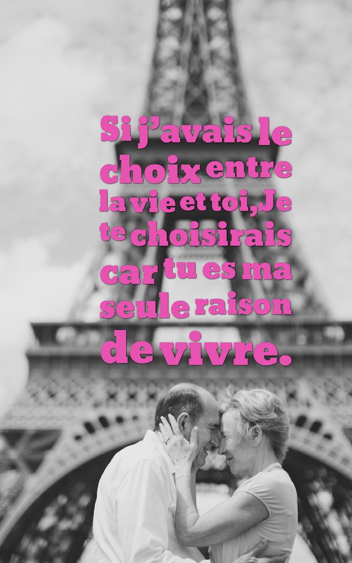 qu est ce que l amour, lettres rose sur photo blanc et noir, couple vieux amoureux devant la tour eiffel
