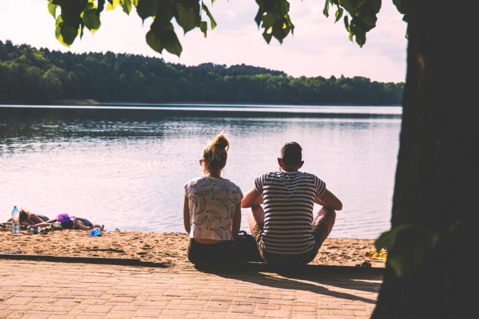 Amour jeune photo de charme couple noir et blanc belle photo de couple swag