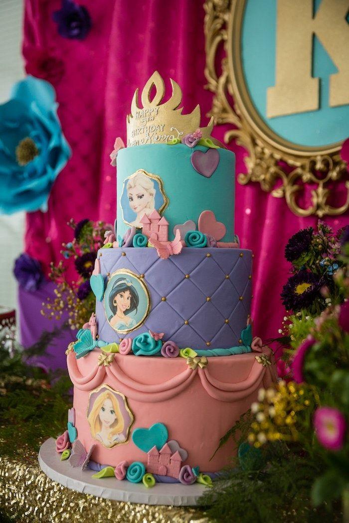 Joli gateau de princesse idée gateau anniversaire princesse preparation Frozen disney