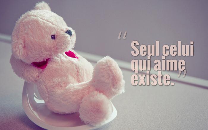 phrase d amour, jouet en peluche blanc, petit ours aux yeux marron, fond d'écran avec citation inspirante