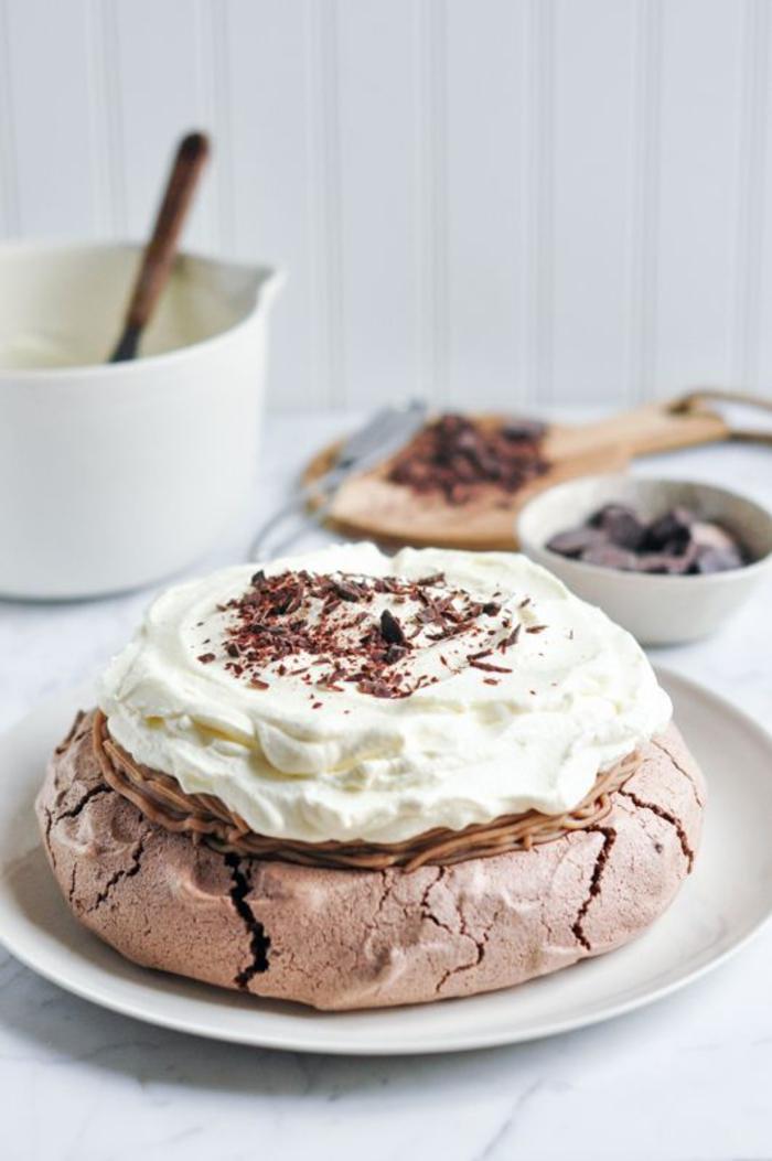 recette de mini pavlova au chocolat façon mont blanc à la crème de marron et à la crème chantilly, recette marron sucrée