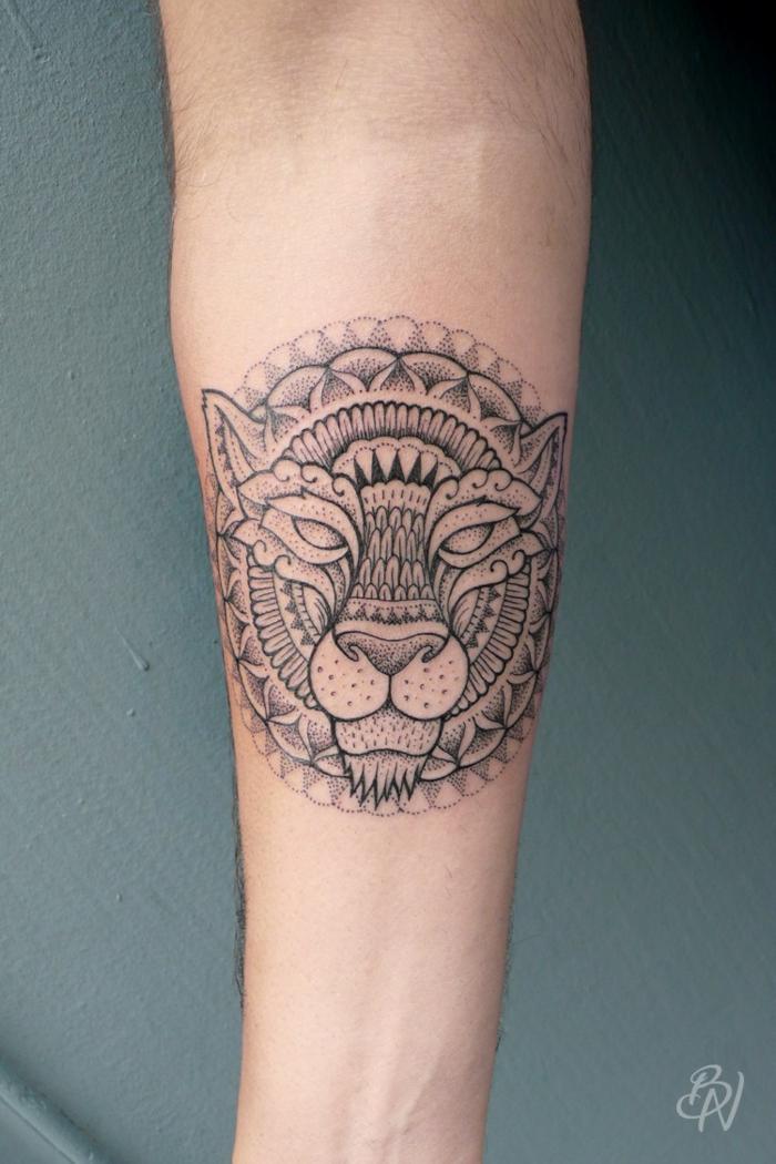 Ravisant tatouage signe astrologique lion tatouage tribal lion ronde motif