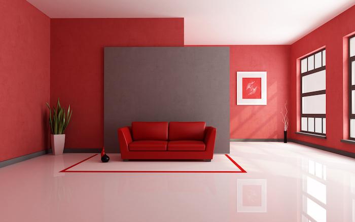idée quelle couleur associer au gris, canapé et murs couleurs rouge, mur d accent gris, revêtement sol et plafond blancs